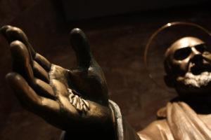 Posąg ojca Pio.