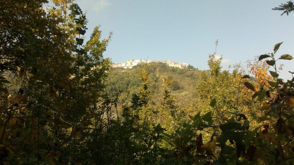 Faeto małe miasteczko na wzgórzach Dauni.